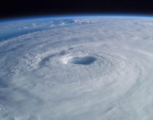 tropical-cyclone-63124_1920.jpg